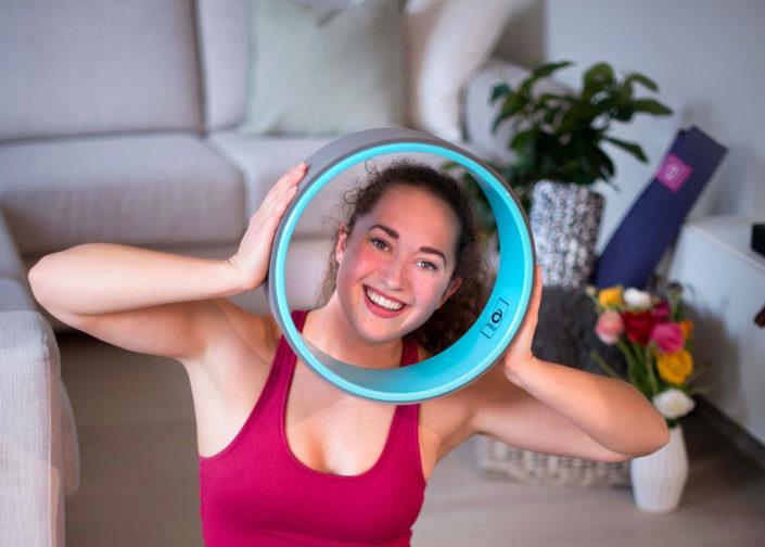 Tren yoga med Abilica YogaWheel